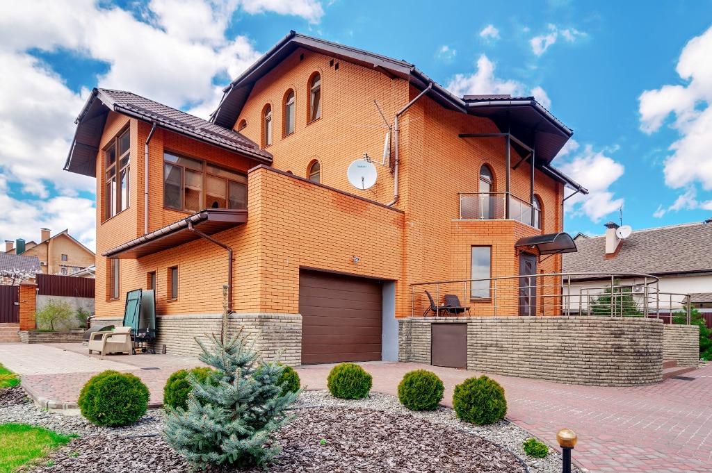 Современный дом в центре Великого Луга